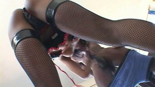 Skanky ebony sexploitress Marie Luv works on eleven inch BBC image