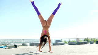 Monster curved girl Kelsi Monroe is showing off her flexibility image