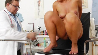Foxy blondie gets a mommy gyno image