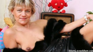 Hot domina lady performs filthy masturbation image