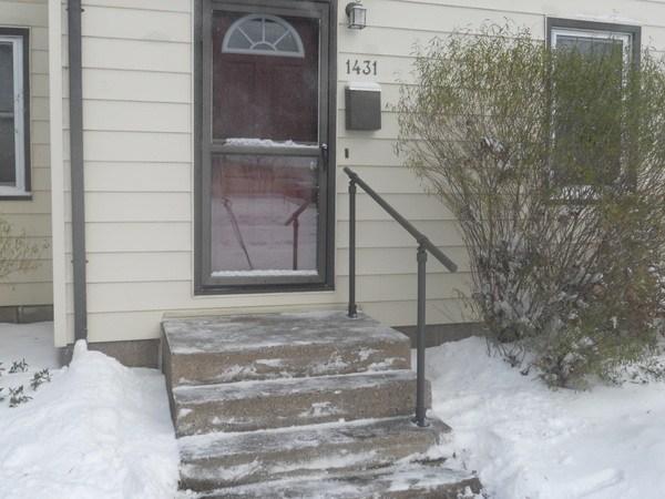 15 Customer Railing Examples For Concrete Steps Simplified Building | Railing For Concrete Porch | Residential | Paver Patio | Hand | Flagstone Porch | Repair