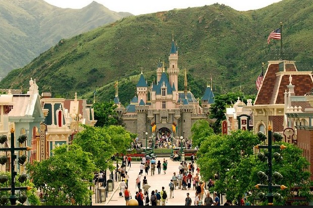 Want to Buy Disneyland Tickets at a Cheap Price?  This is the time