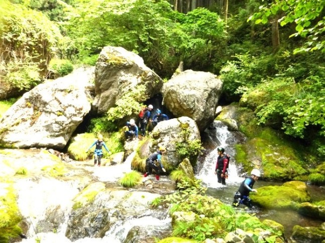 "photo by <a href=""http://sotoasobi.net/activity/canyoning-showerclimbing/3/13/24/296/1827"" target=""_blank"">【7月〜11月】ホーリーガーデン・半日コース◆写真付(東京都・青梅・奥多摩)