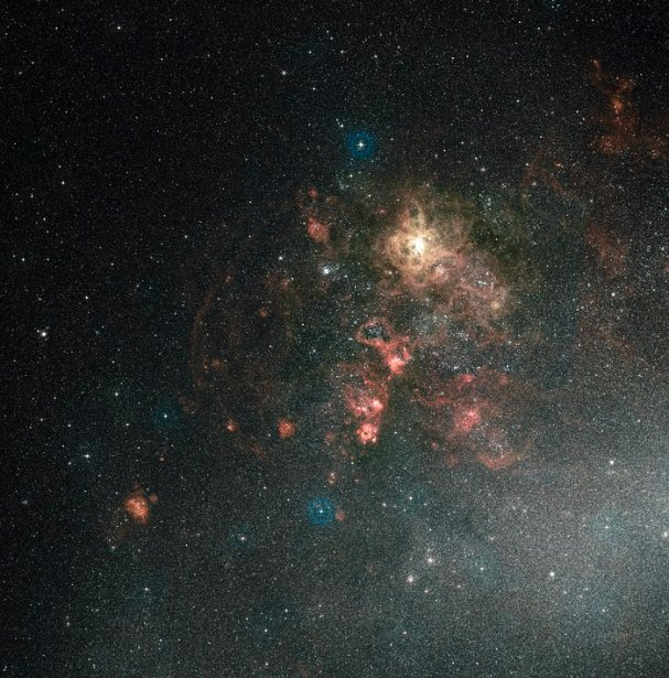 Tarantula Bulutsusu ve çevresinin geniş alan görünümü (yere dayalı görüntü)