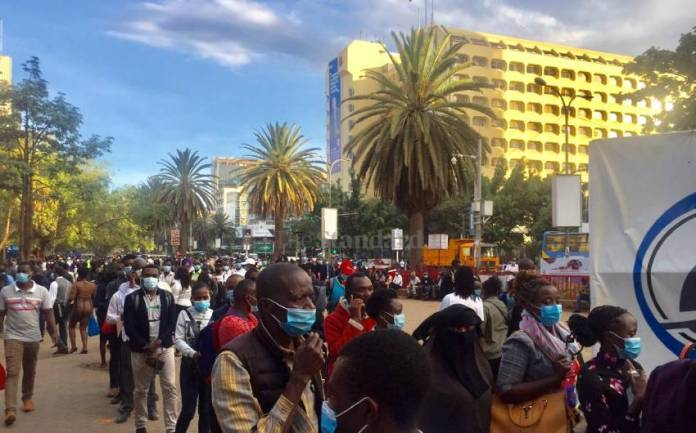 Long Queues Outside National Archives As Commuters Race To Beat Curfew