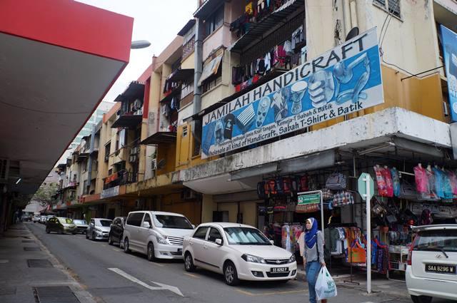 Ada beberapa pusat pertokoan di Pusat Bandar Kota Kinabalu.