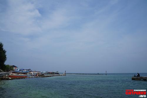 Kalau lagi cerah, bisa menikmati biru langit seperti ini. Keren kan? Siapa sangka pulau di Jakarta ini keren juga!