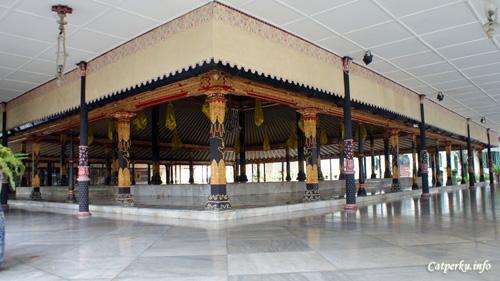 Berkunjung Ke Keraton Yogyakarta, Kediaman Sri Sultan
