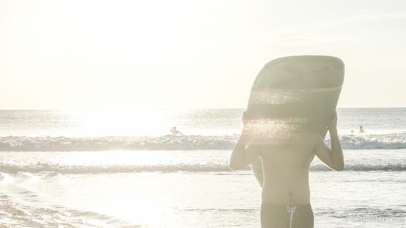 Biasanya surfer pemula banyak berlatih di tempat ini