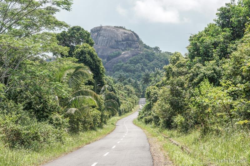 Bukit Batu Baginde terlihat dari arah Pantai Panyabong