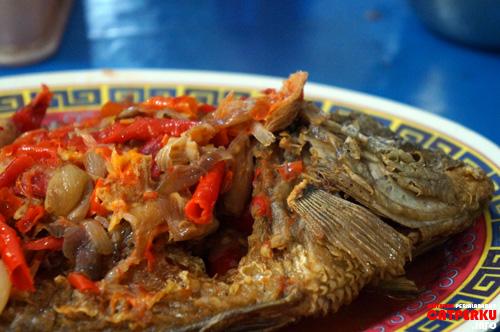 Pecak Gurame, rasanya gurih ditambah bumbunya yang sedap. Melihatnya saja bisa bikin ngiler, apalagi memakannya :D