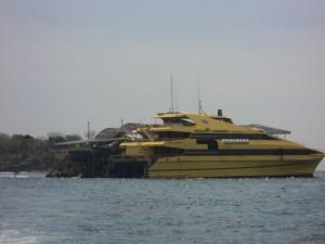 Bounty Cruise dermaga pontoon perairan Nusa Lembongan, tempat dimulai semua aktifitas yang disediakan bounty.