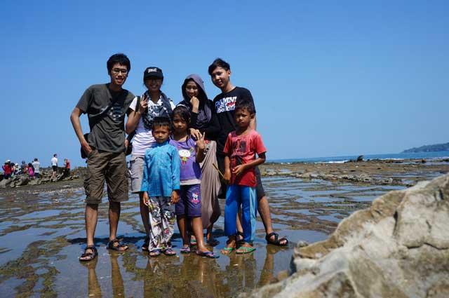 Desa Sawarna itu sebenarnya menyenangkan untuk liburan. Kayak yang ini, lagi di Tanjung Layar. Salah satu tempat wisata yang bisa dikunjungi disana selain Pantai Sawarna Beach Sukabumi saja.