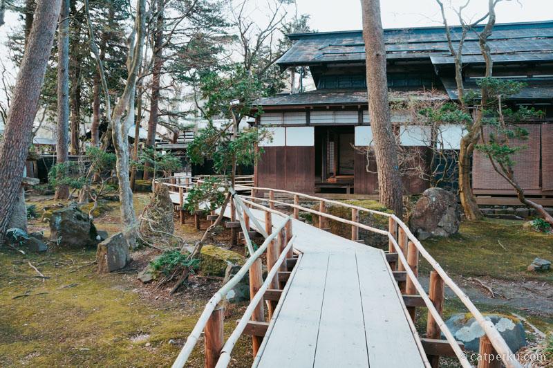 Halaman salah satu rumah samurai yang unik di Kakunodate.