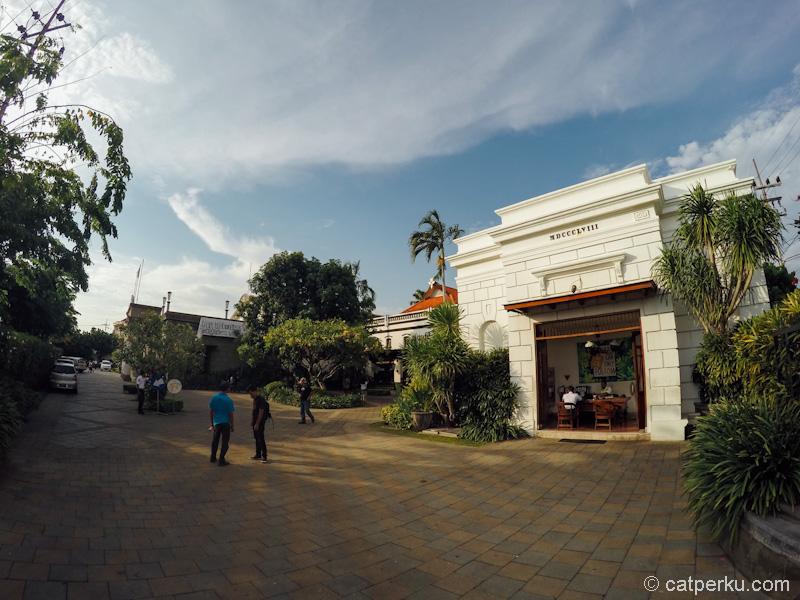 House Of Sampoerna Surabaya Museum tampak dari pintu masuk depan