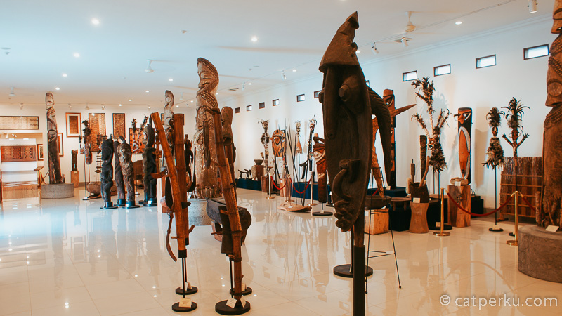Koleksi Museum Pasifika Bali juga ada yang berupa artefak - artefak unik.