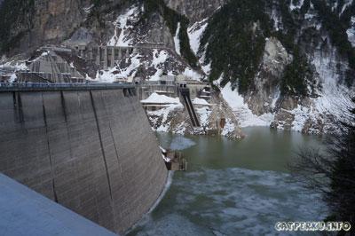 Kurobe Dam, dam tertinggi di Jepang dengan ketinggian 186 meter