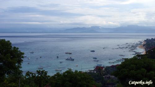 Jungut Batu, Nusa Lembongan dari atas bukit.