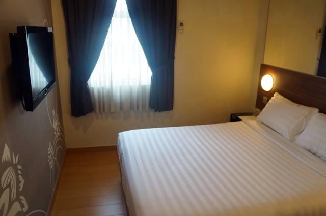 Semua karena kasur Tune Hotels Dangabay yang kelewat empuk~