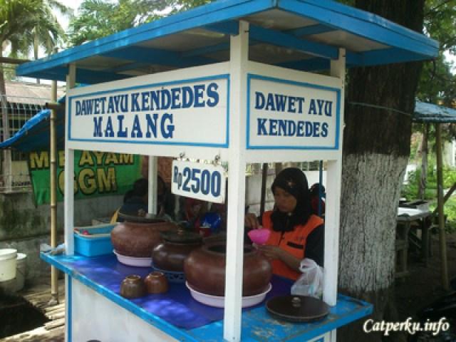 Dawet Ayu Kendedes Malang, Cuma Rp 2500 lho :D Harganya sangat murah untuk semangkuk kelezatan dan kesegaran yang saya dapatkan disini.