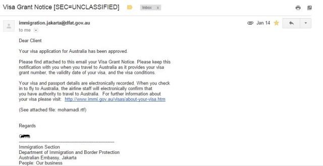 Tidak ada stempel atau apapun yang menghiasi passport. Hanya mendapat email notifikasi yang menyatakan Visa WHV Australia saya sudah granted :))