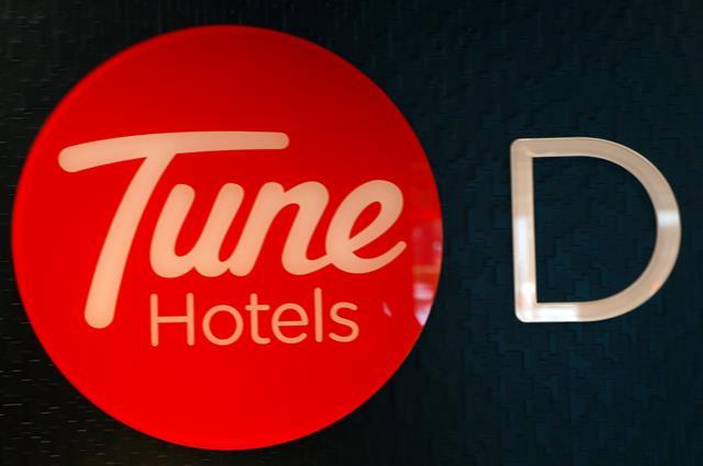Tune Hotels nyaman namun ramah dengan kantor para pejalan yang suka traveling dengan style backpacker.