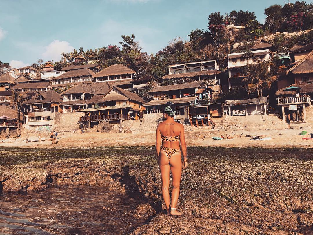 If you want to stay, there are many choices of Bingin Beach Hotels to stay! via @ilovemyworldfucktherest