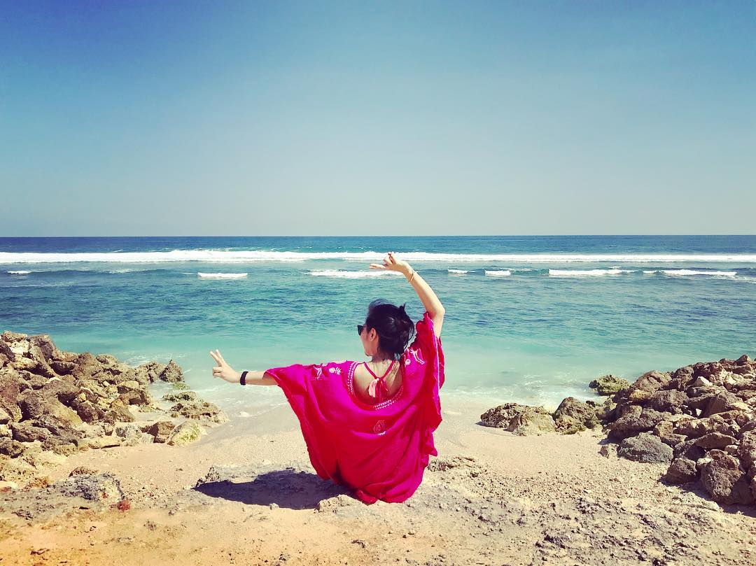 Melasti Beach Bali Hidden Beach Complete Guide!! via @sariberryayi