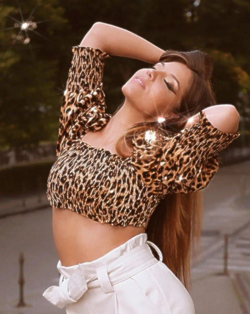Martina Šraj, z umetniškim imenom Ina Shai, je bila uspešna pevka že doma, vendar jo je študij odnesel v London, kjer je ostala in kjer gradi kariero glasbenice. Po dveh letih je izdala novi singel What is.