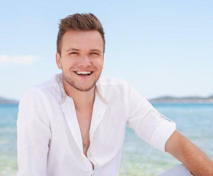 Danes izjemno popularni pevec Luka Basi je svojo srečo prvič preizkusil v četrti sezoni šova talentov, takrat še pod imenom Matej Prikeržnik. Nastopil je skupaj z Rokom Piletičem, a se jima ni uspelo uvrstiti v polfinalne oddaje.