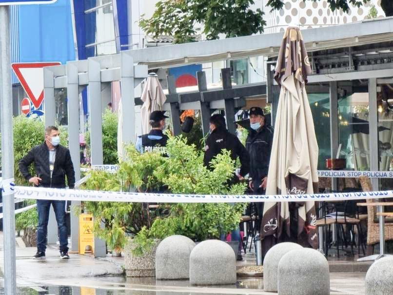 Malo pred 14. uro so na območju ljubljanskega BTC odjeknili streli. Na kraju posreduje več policijskih patrulj, prispelo je tudi več reševalnih vozil. Po navedbah policije so bile v streljanju poškodovane tri osebe, dve s strelnim orožjem in ena zaradi udarca s predmetom.