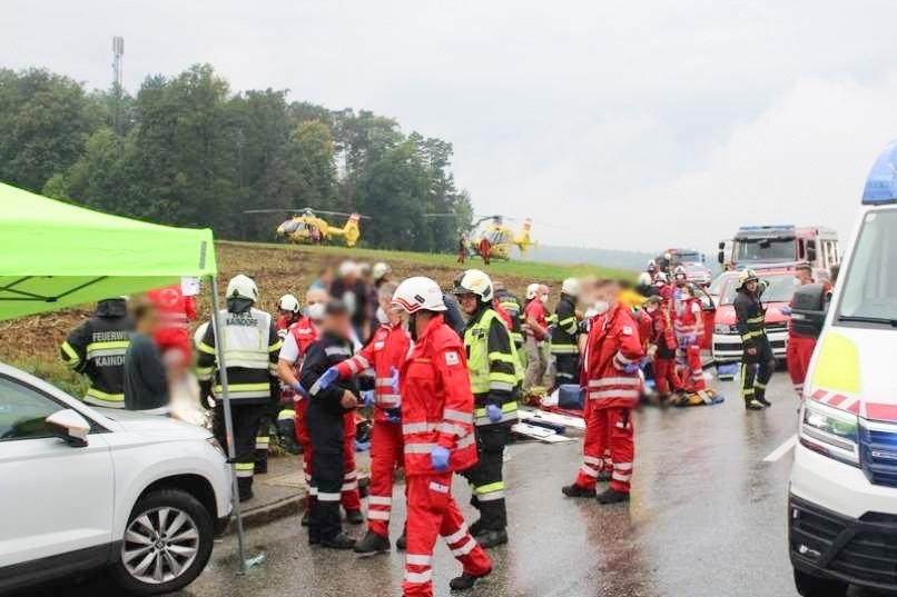 Trčenje tovornjaka in avtobusa na avstrijskem Štajerskem