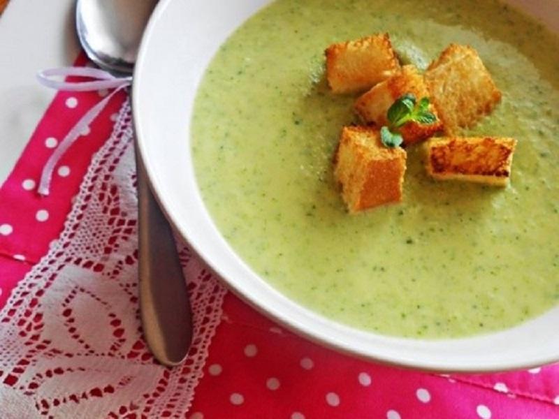 Supă-cremă de broccoli, timp de preparare: 40 de minute