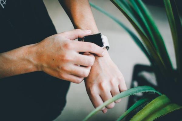 idee regalo fitness tracker orologio smartwatch contapassi