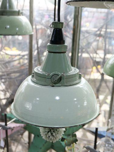 abat jour emaillee vert menthe lampe industrielle globe verre