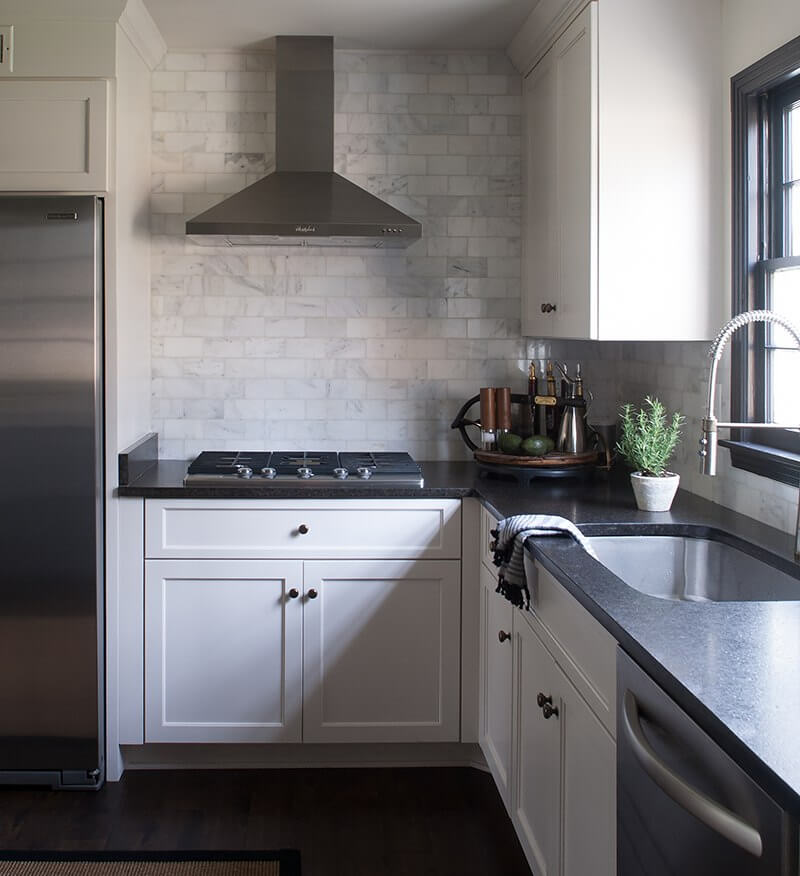 The Flip Side of Tradition: Sean Anderson Transforms a ... on Dark Granite Countertops With Dark Cabinets  id=66051