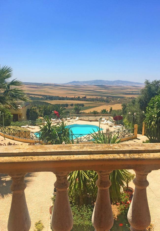 La vue d'un restaurant d'hôtel à Meknès