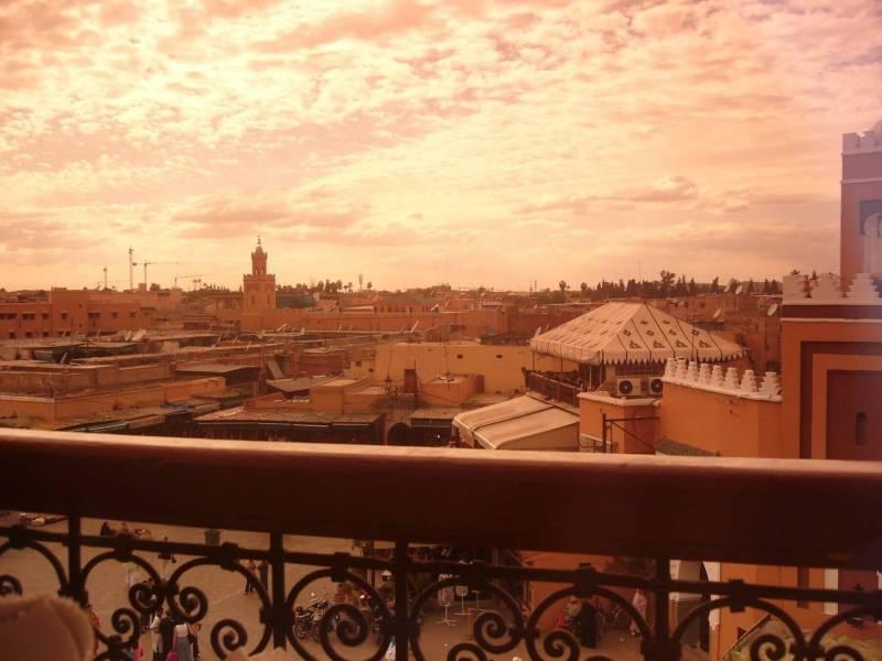 Le soleil se couche sur la belle ville de Marrakech. Image: Riad El Cadi