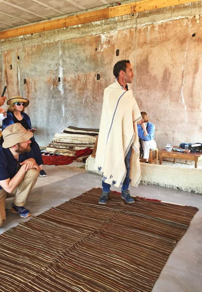 Mustafa Hanseli, designer en chef de Jan Kath, présente sa collection personnelle de tapis et de textiles pour le groupe.