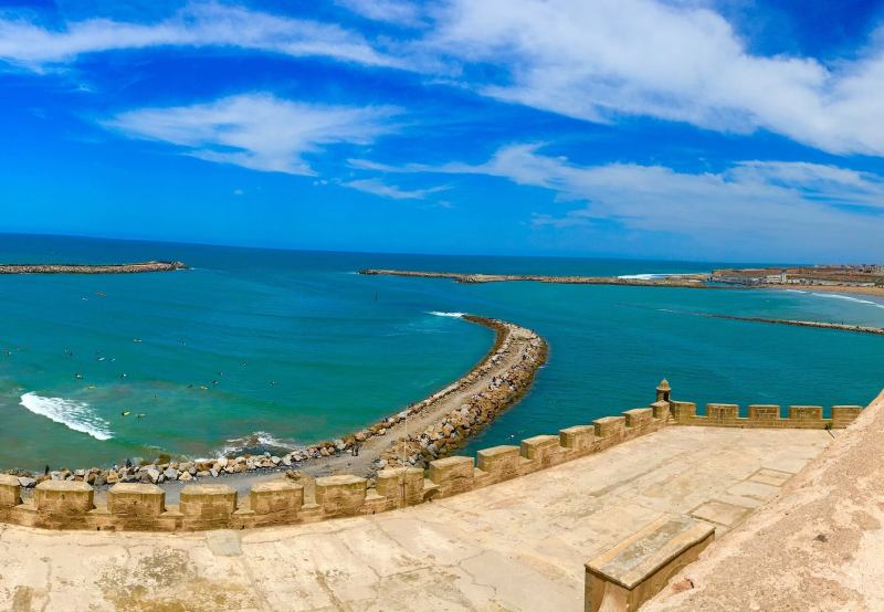 Une vue imprenable du haut de la kasbah à Rabat