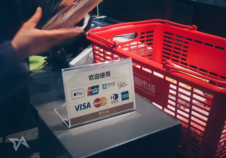 Alipay and Apple Pay in China, cashless payments, mobile payments