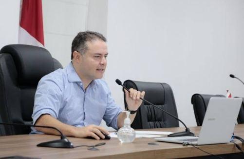 DENÚNCIA: Renan Filho é acusado de esconder adesivos do governo federal em ônibus; VEJA VÍDEO