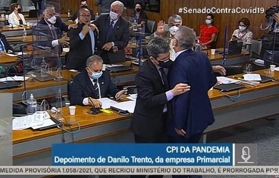 PANCADA: Veja 'paulada' dada por Jorginho Mello em Renan Calheiros que originou briga; ASSISTA VÍDEO