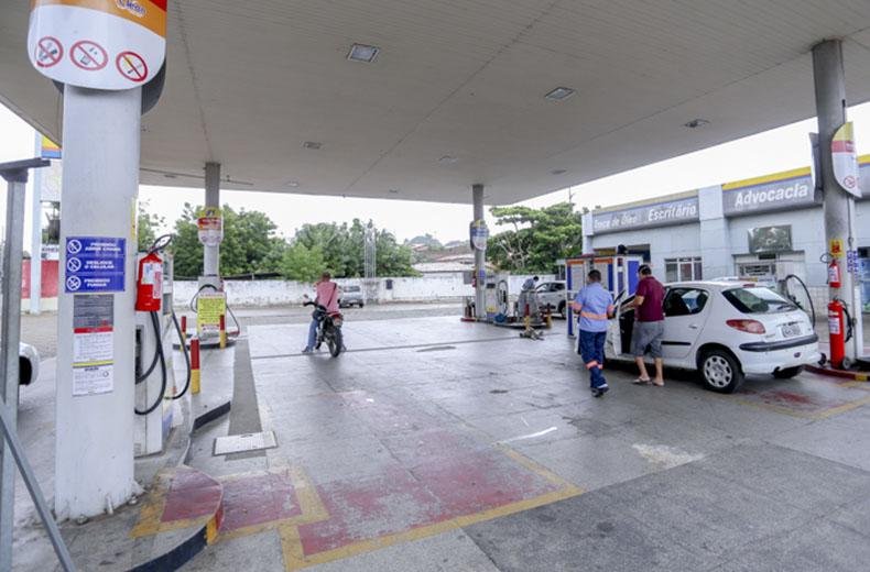 No Piauí donos de postos vão vender gasolina a R$ 3,50 em protesto aos impostos