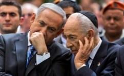 Benjamin Netanyahu talks with Shimon Peres in 2013.