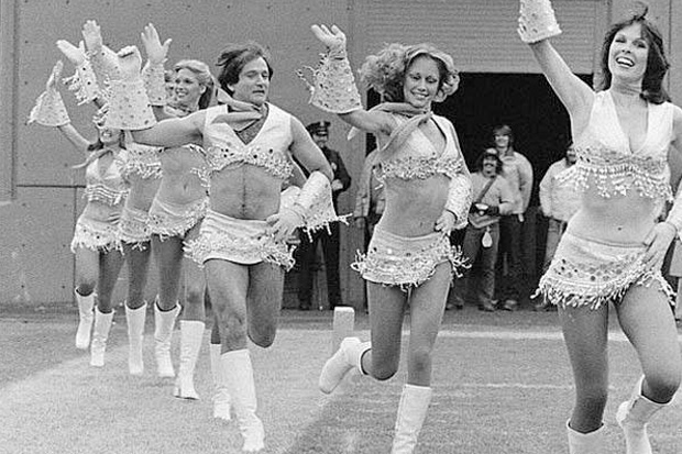 Robin Williams suiting up with cheerleaders 23fc3156c