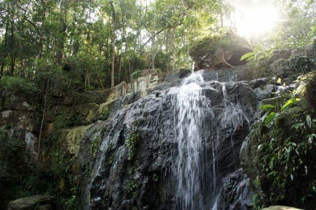 Waterfall on Koh Rong, Cambodia I © Wikirictor/WikiCommons