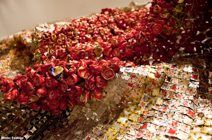 Gravity and Grace Monumental Works by El Anatsui, Brooklyn Museum 09 | © Eva Blue/Flickr