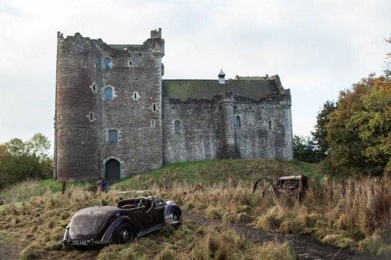 1940's Castle Leoch | © Amazon/STARZ