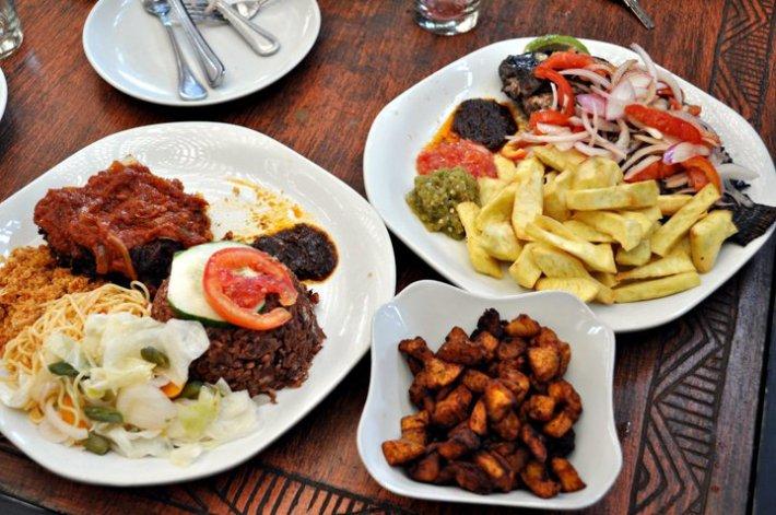 Waakye with fried plantain © Mac-Jordan Degadjor